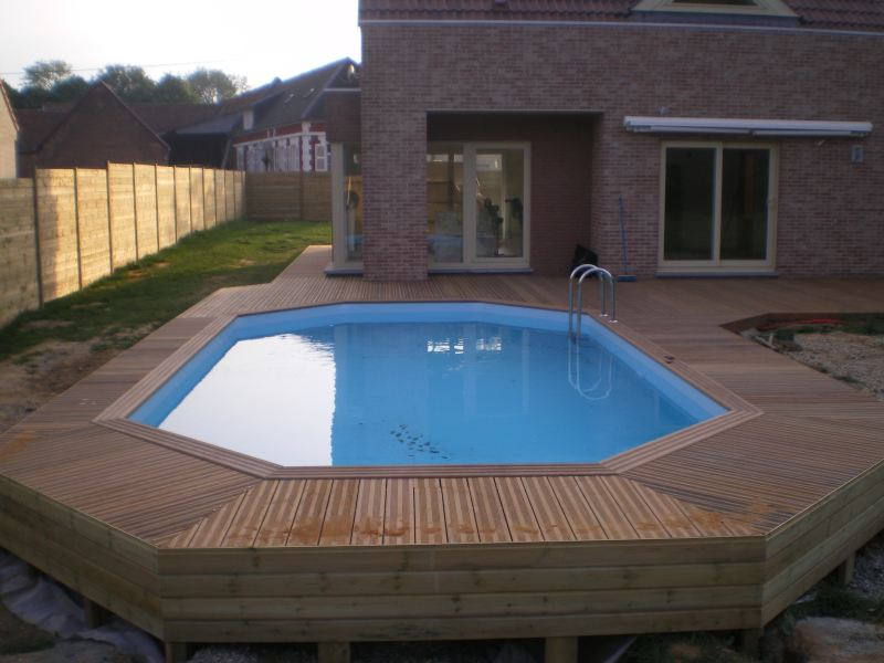 Terrasse bois piscine octogonale for Achat de piscine