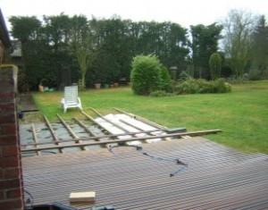 Realiser La Pose D Une Terrasse En Bois Sur Gazon