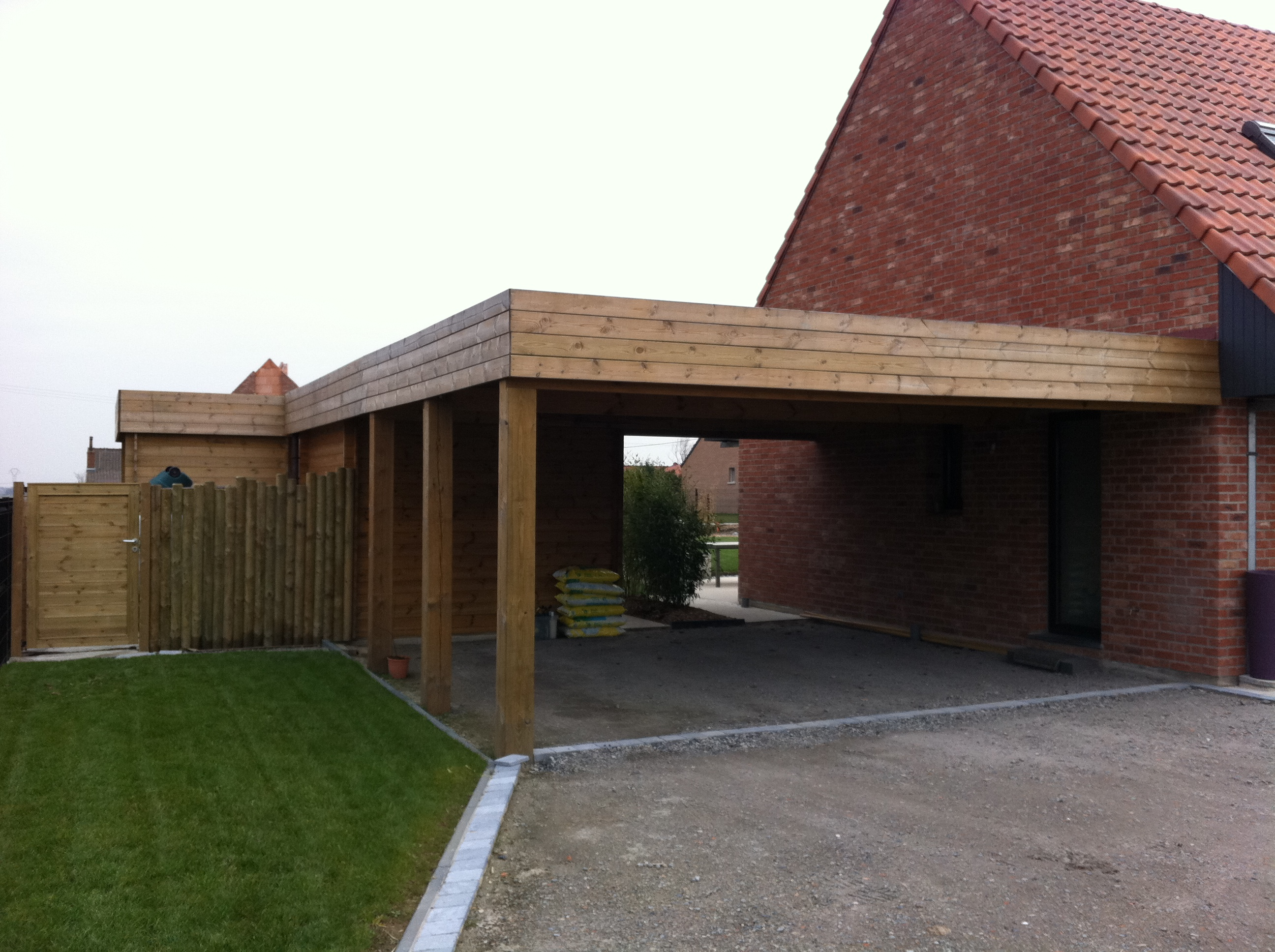 Avantages carport bois voiture destombes bois for Tarif construction garage