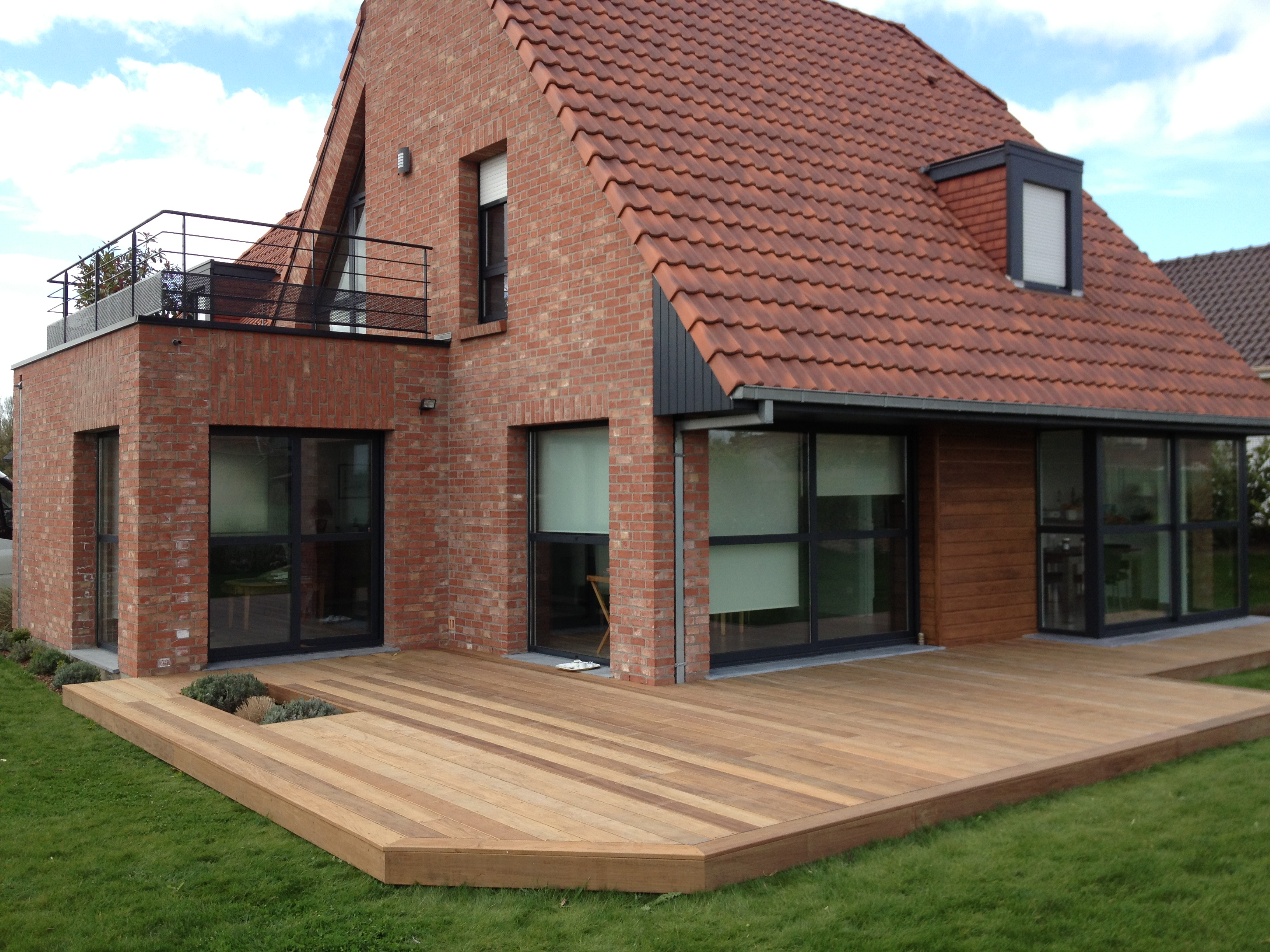 Montage abri jardin en bois destombes bois for Extension bois sur terrasse