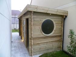 Abri moderne adossable à un mur, modèle Asia Destombes Bois