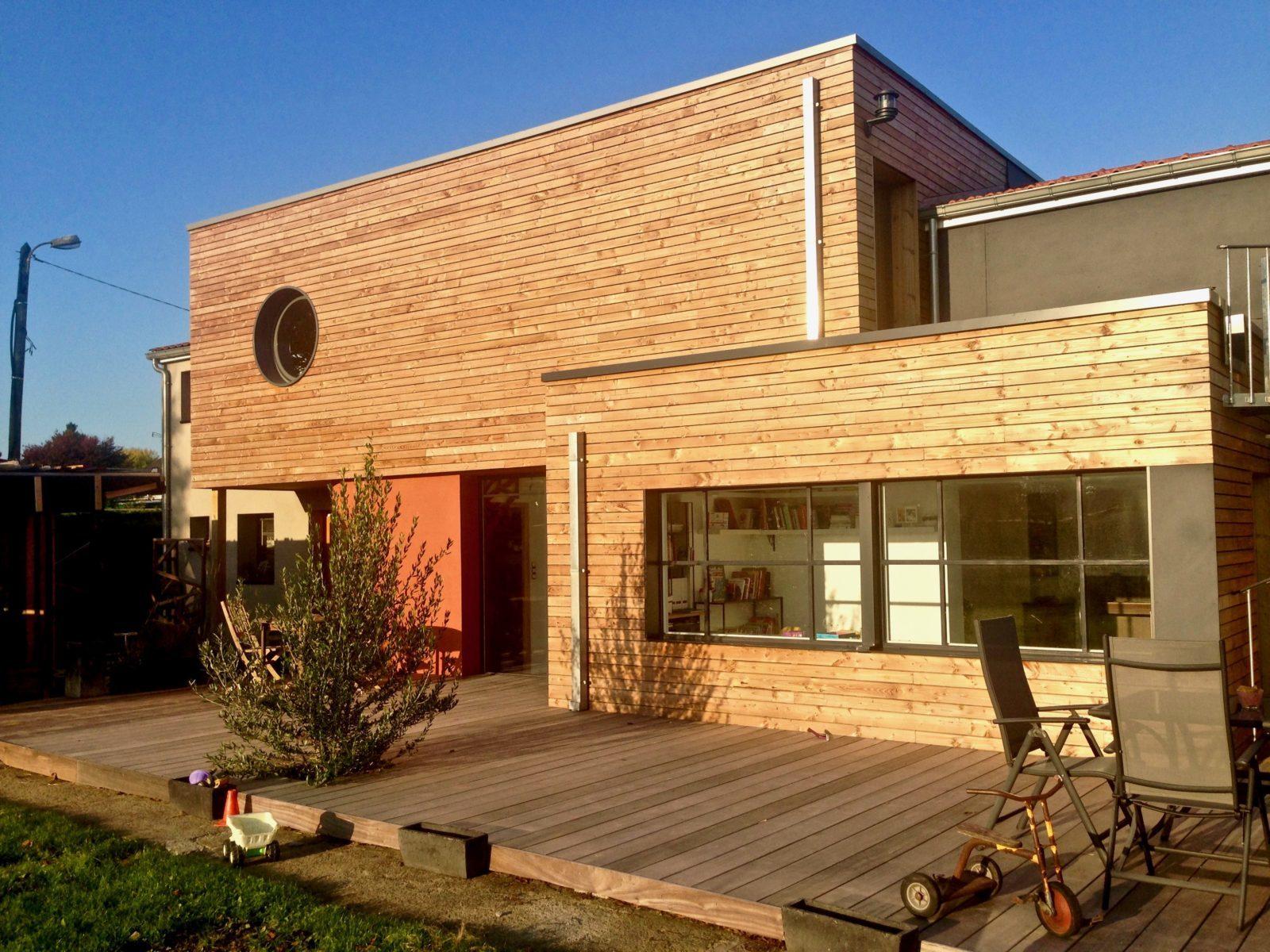 Les avantages d'une extension en bois avec toit plat