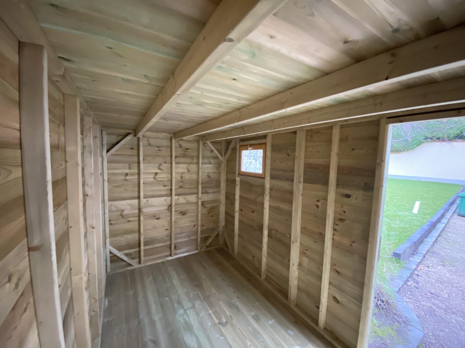 Comment changer la toiture d'un abri de jardin en bois ?