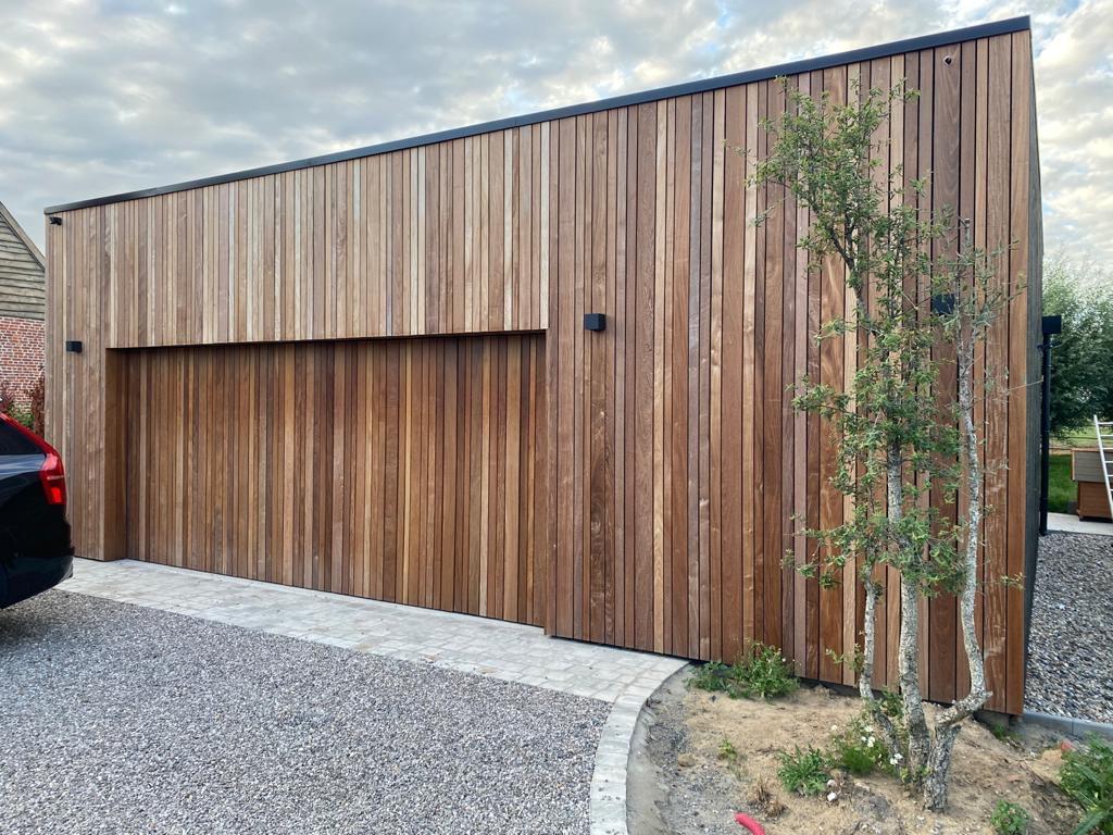 Garage en ossature bois avec bardage Ipe